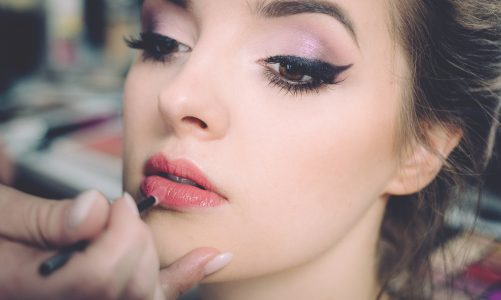 A Beginner's Guide to Applying Eyeshadow